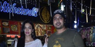 Sara Loren enjoys Ramzan delicacies at Minara Masjid