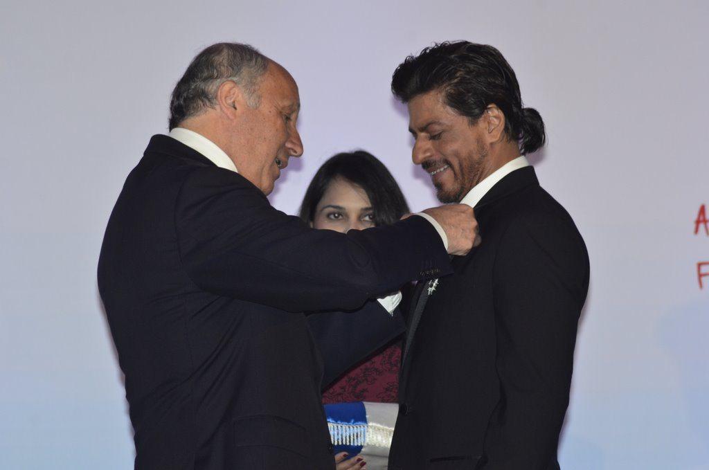 Shahrukh honured (1)