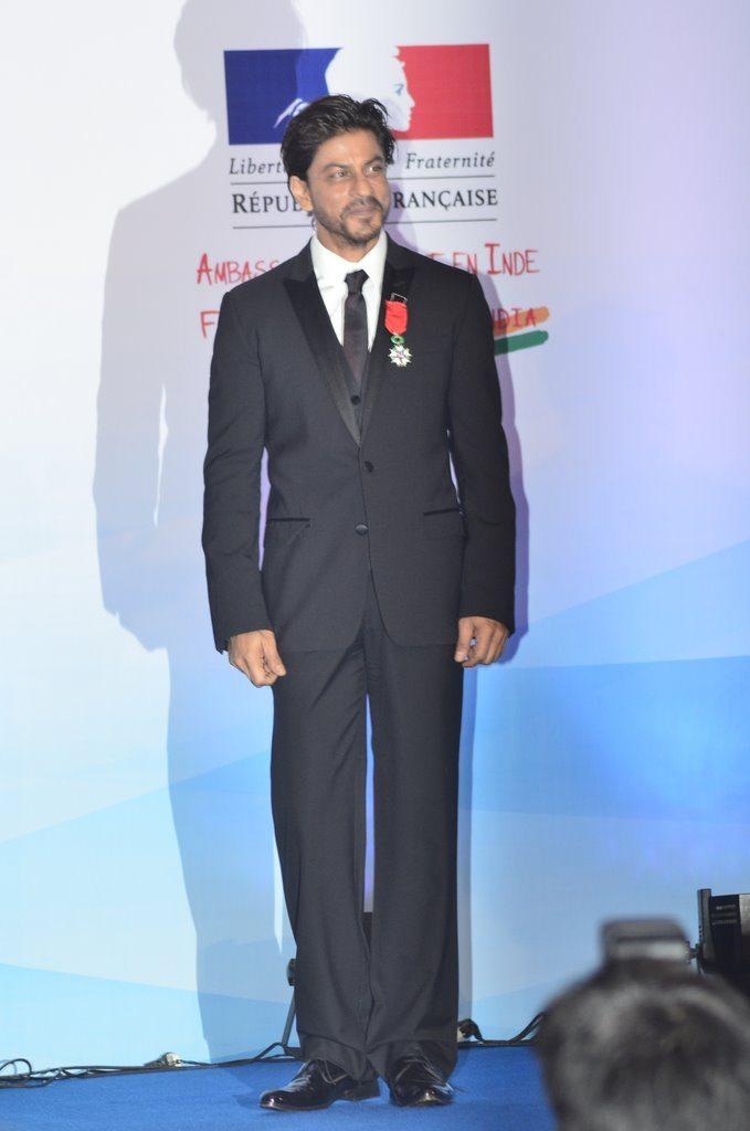 Shahrukh honured (2)