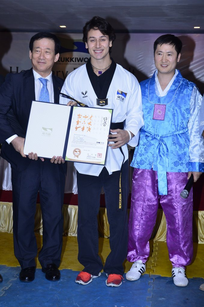 Tiger shroff black belt (2)