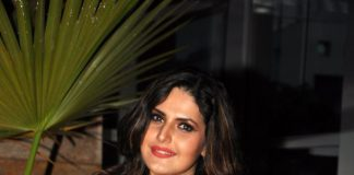 Zarine Khan spends quality time with mother