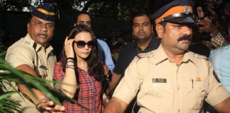 Preity Zinta submits photographs of bruised hands to police