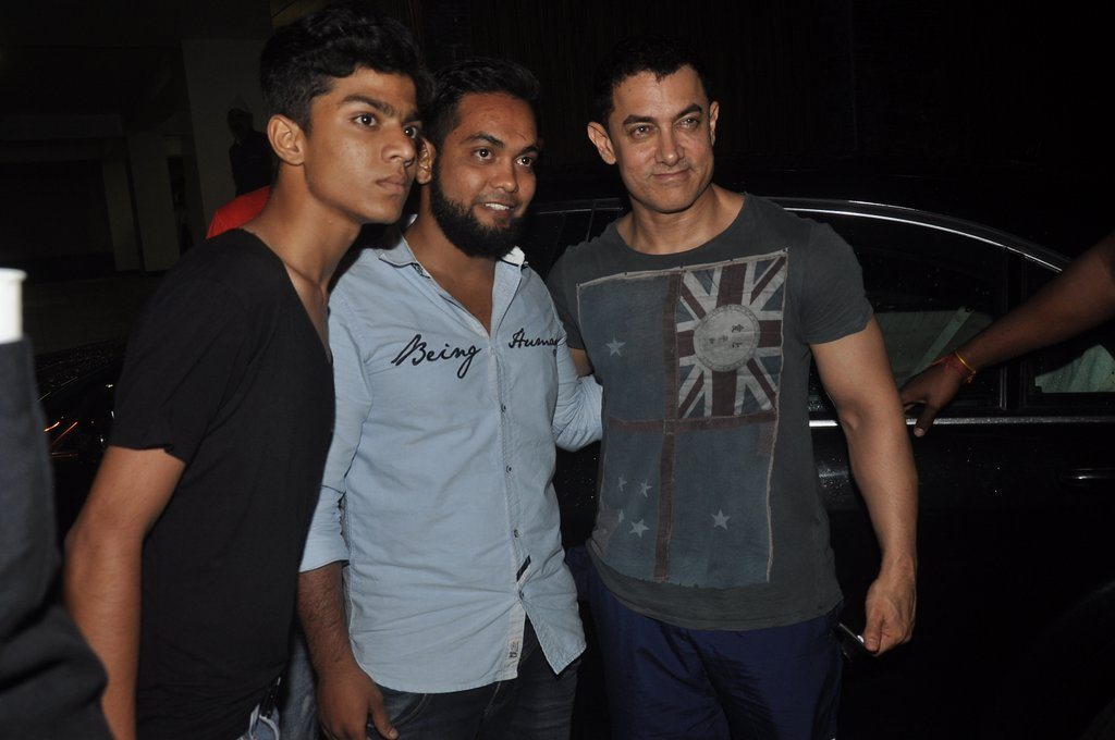 Aamir with fans (3)