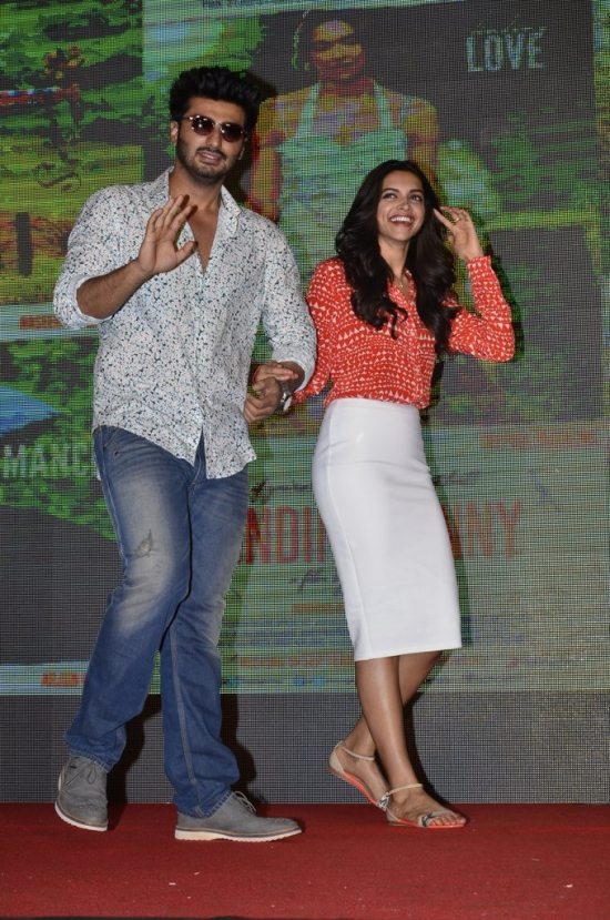 Arjun-Kapoor-and-Deepika-Padukone-at-Shake-That-Bootiya-Launch2