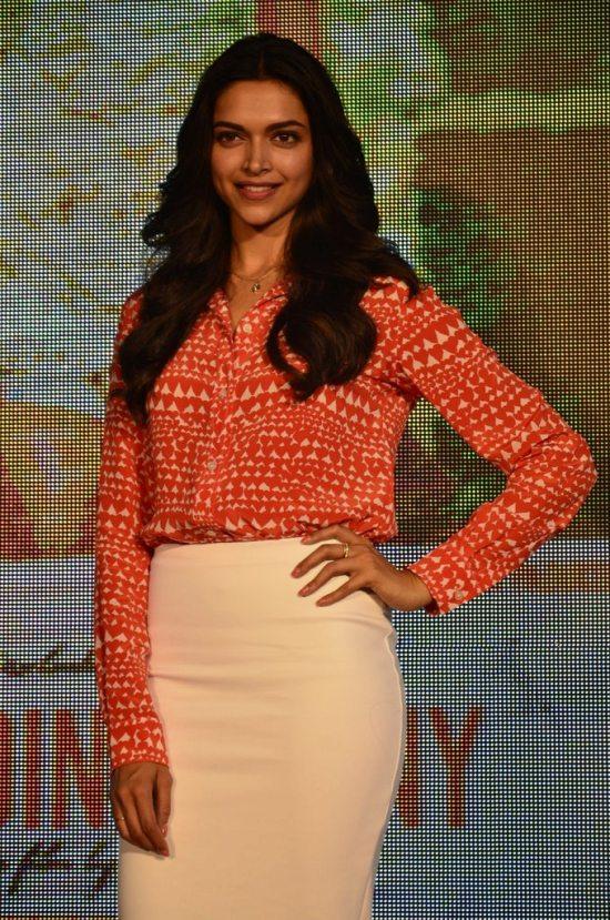 Arjun-Kapoor-and-Deepika-Padukone-at-Shake-That-Bootiya-Launch29
