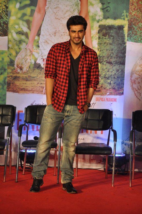 Arjun_Kapoor_and_Deepika_Padukone_Finding_Fanny107
