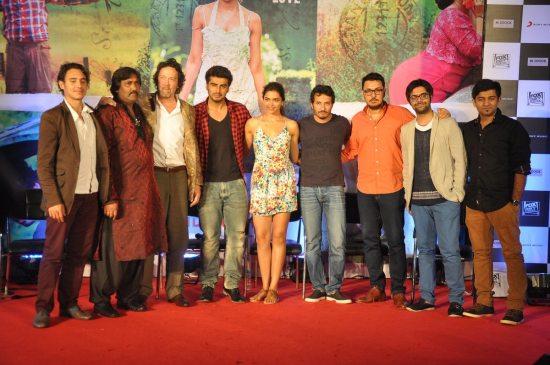 Arjun_Kapoor_and_Deepika_Padukone_Finding_Fanny109