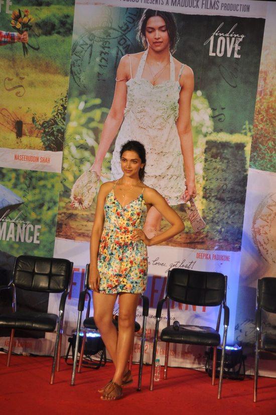 Arjun_Kapoor_and_Deepika_Padukone_Finding_Fanny113
