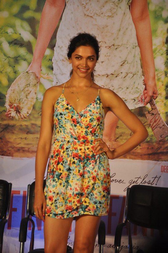 Arjun_Kapoor_and_Deepika_Padukone_Finding_Fanny117