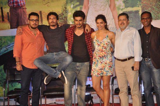Arjun_Kapoor_and_Deepika_Padukone_Finding_Fanny27
