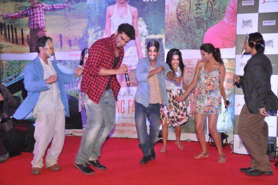 Arjun_Kapoor_and_Deepika_Padukone_Finding_Fanny68