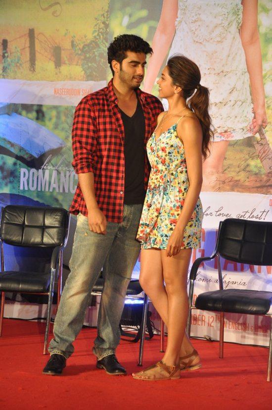Arjun_Kapoor_and_Deepika_Padukone_Finding_Fanny88