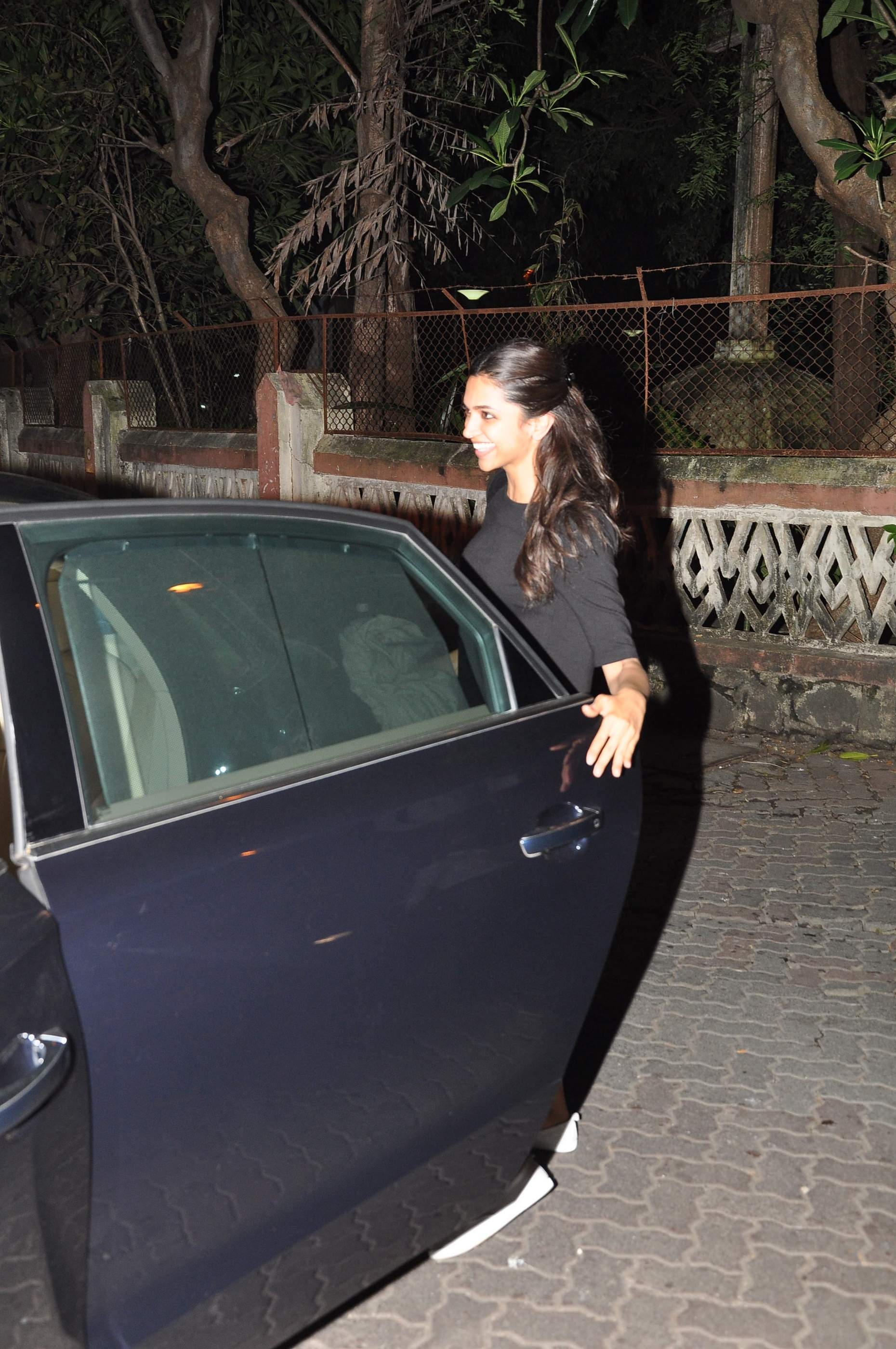 Deepika Snapped (2)