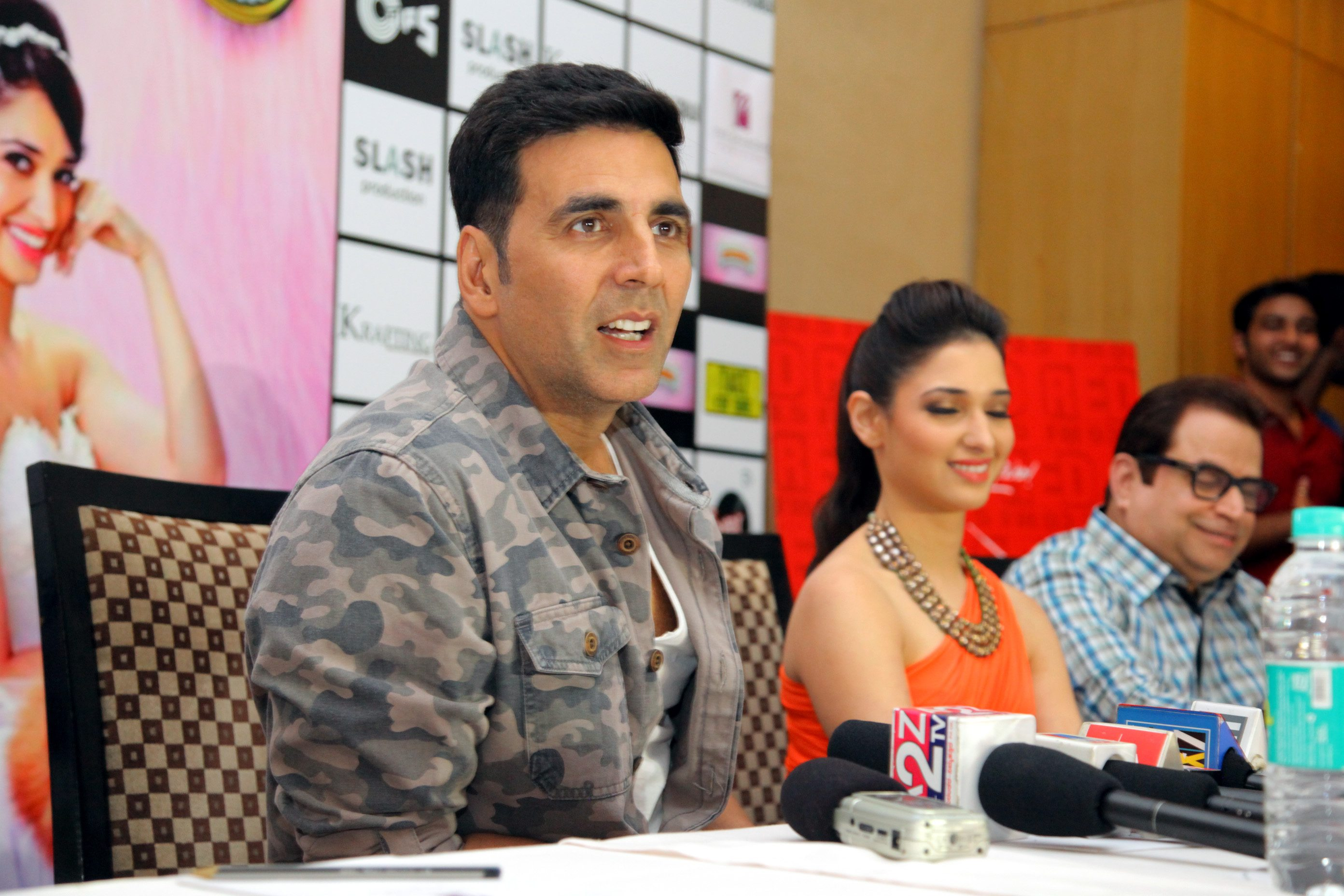 Akshay and Tamannah walk ramp with dogs