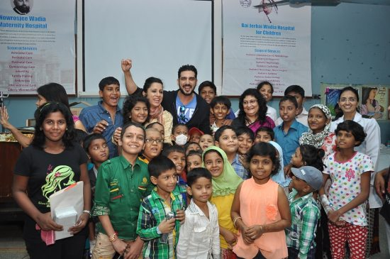 Emraan_Hashmi_at_Rouble_Nagi_art_workshop6