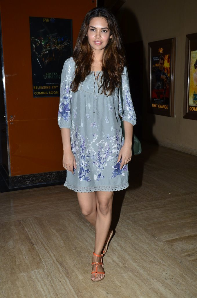 Esha Gupta grey PVR (6)