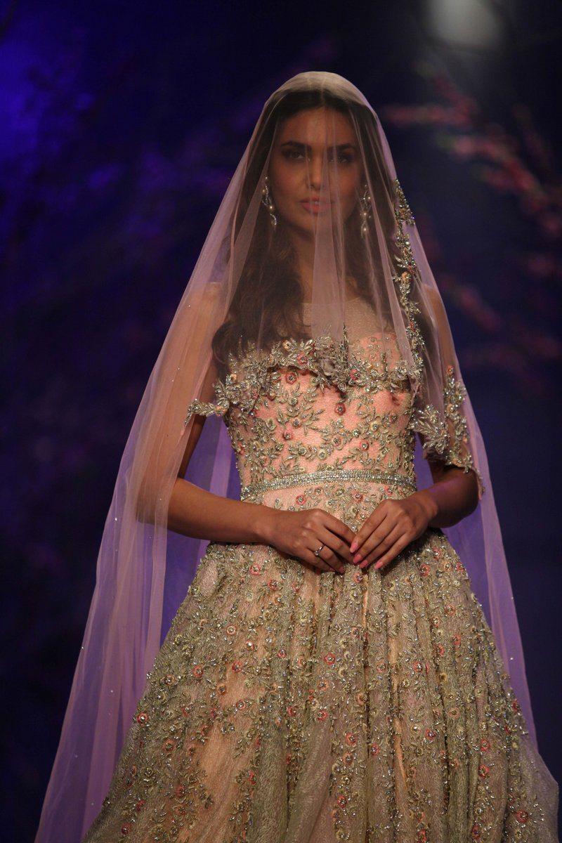 India bridal fashion week 2014 esha gupta