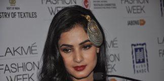 Lakme Fashion Week Winter/Festive 2014 Photos – Konkana Sharma walks for Anavila Mishra