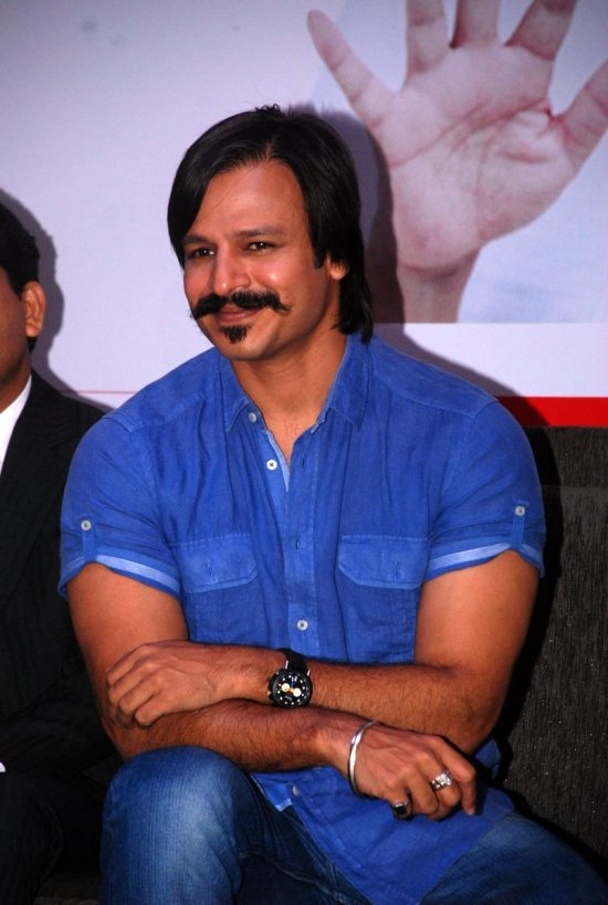Mega_Blood_Donation_Drive_by_Vivek_Oberoi110