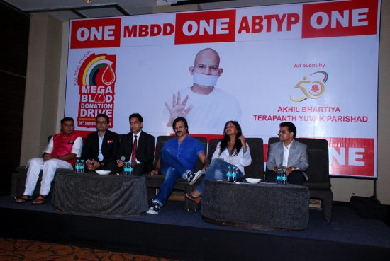 Mega_Blood_Donation_Drive_by_Vivek_Oberoi40