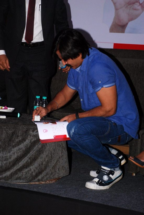Mega_Blood_Donation_Drive_by_Vivek_Oberoi85