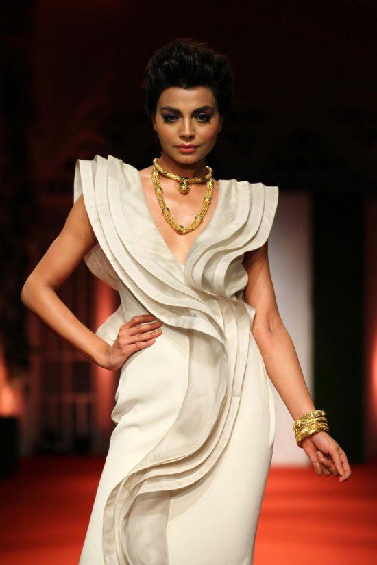 Nargis_fakhri_India_bridal_week_201414