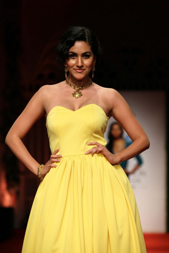 Nargis_fakhri_India_bridal_week_201415