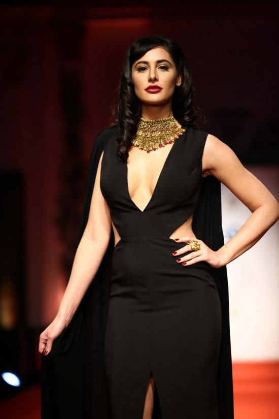 Nargis_fakhri_India_bridal_week_201436