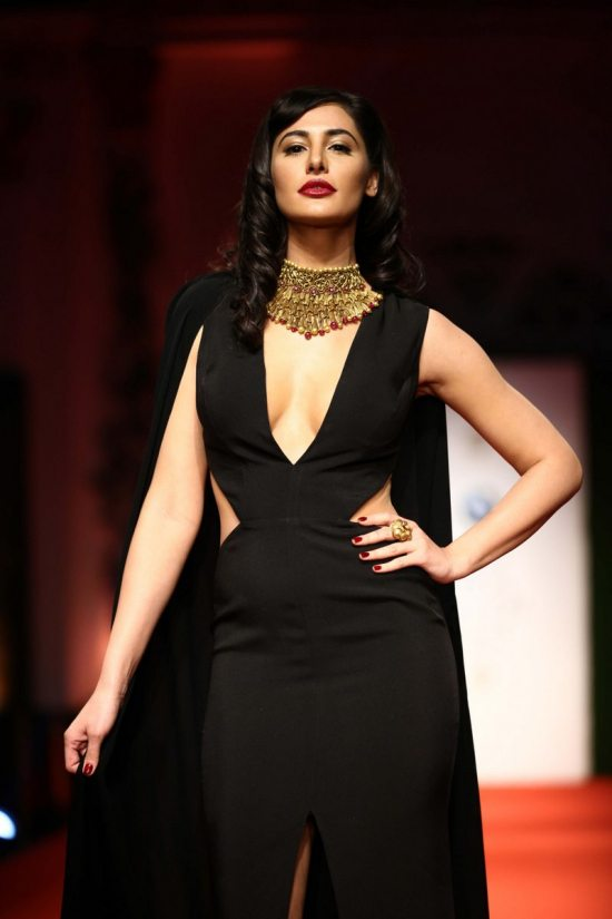 Nargis_fakhri_India_bridal_week_201437