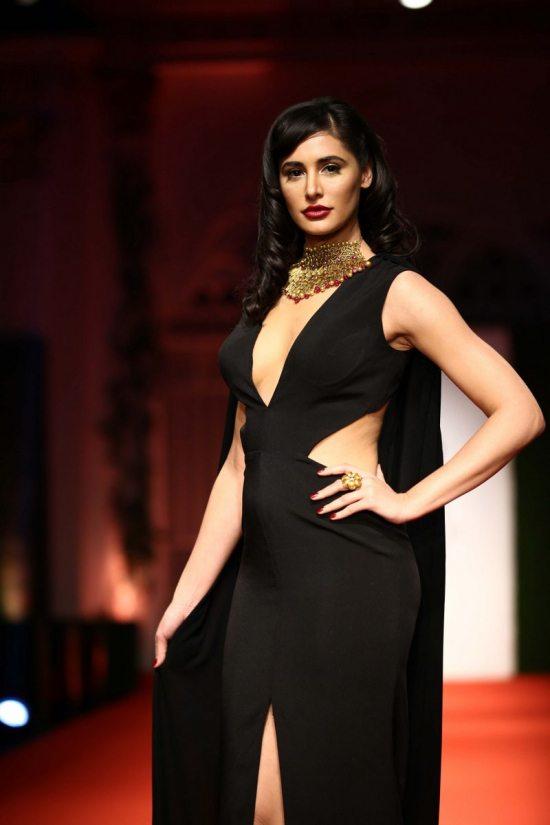 Nargis_fakhri_India_bridal_week_201439