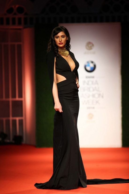Nargis_fakhri_India_bridal_week_201441