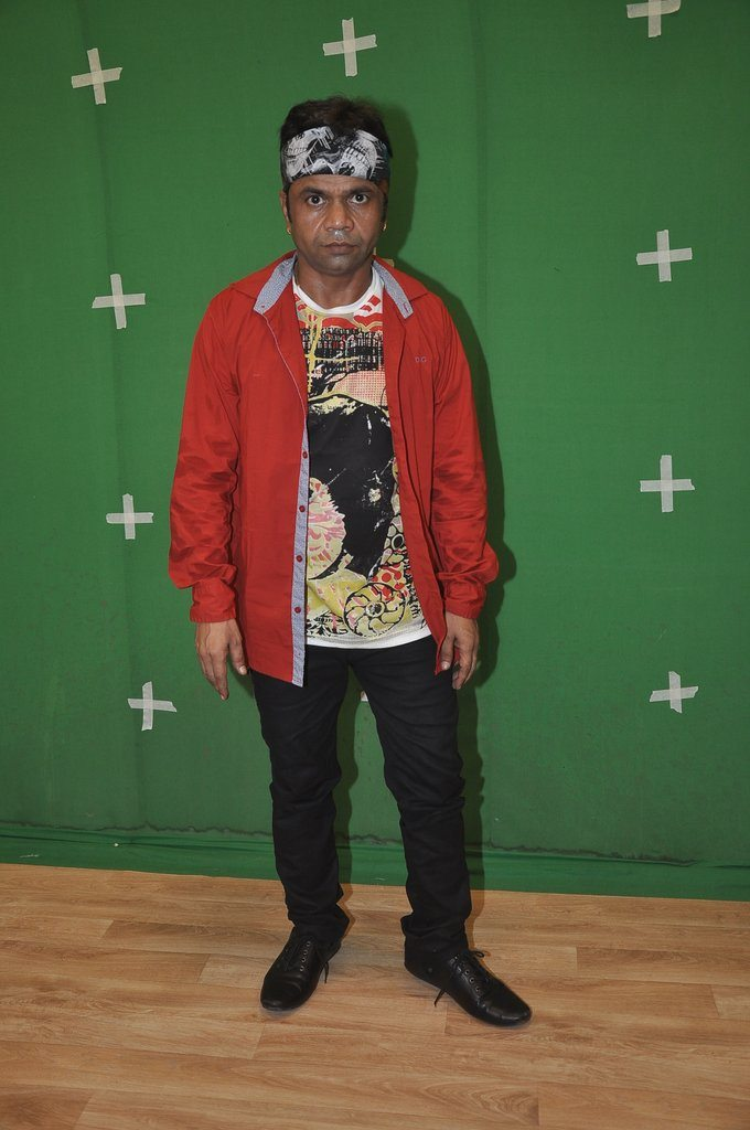 Rajpal yadav sets (2)