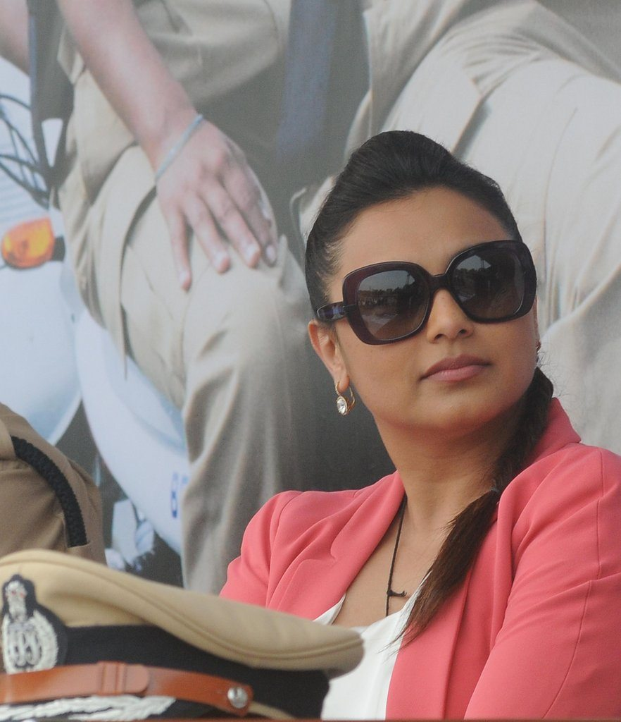 Rani With Cops (5)