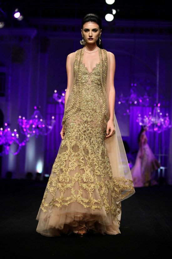 Shane_falguni_peacock_india_bridal_week_201411