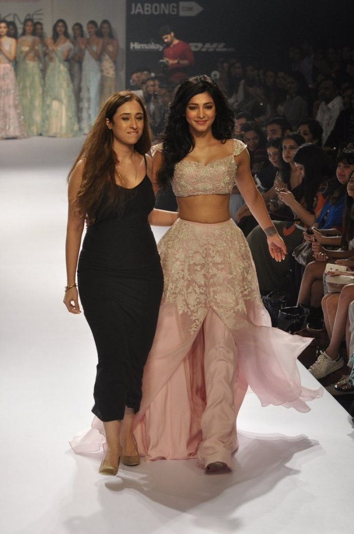 Shruti Haasan Shehla Khan (2)