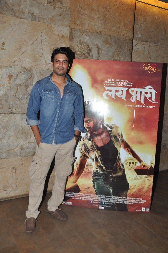 Surveen lai bhari screening (4)