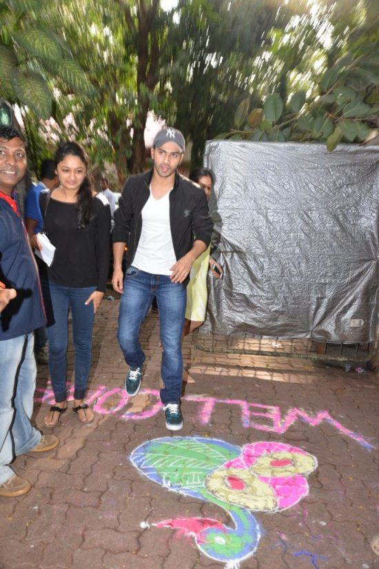 Varun-Dhawan-And-Siddharth-Malhotra-meet-at-an-ngo21
