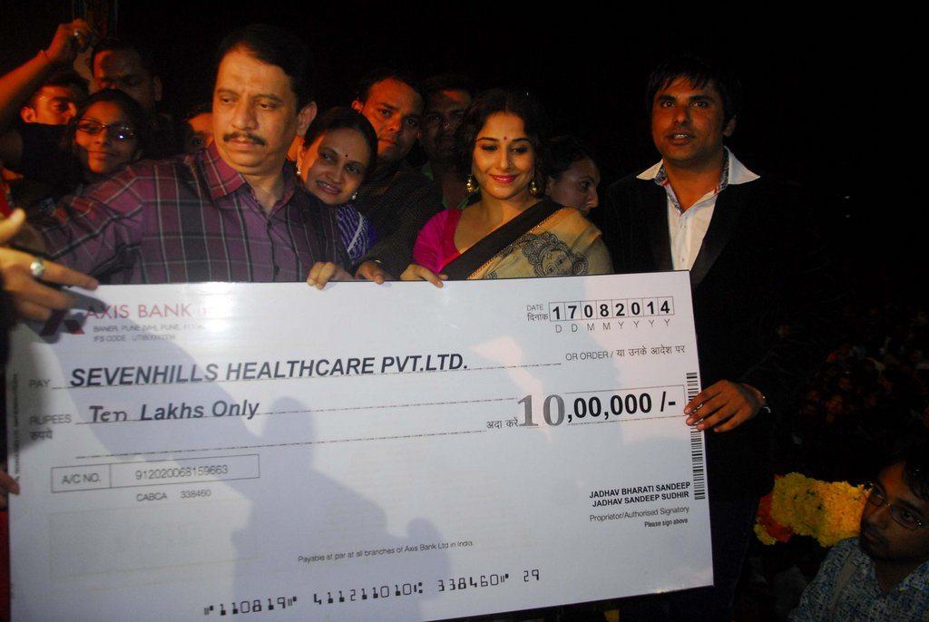 Vidya Balan donation (8)