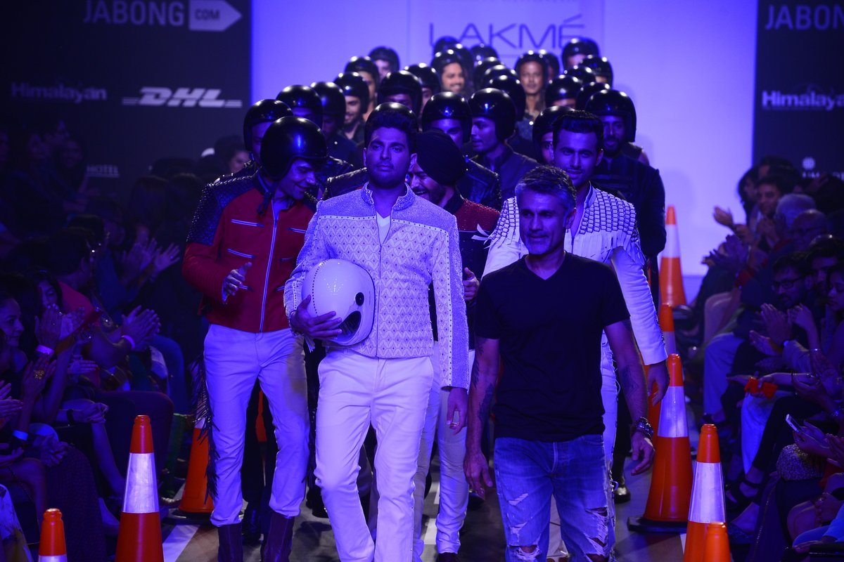 Yuvraj Singh walks for Arjun Khanna
