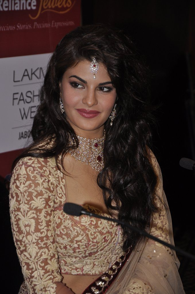 Bridal beauty Jacqueline Fernandez walks for Anju Modi