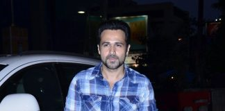 Emraan Hashmi and Humaima Malick distribute t-shirts at Raja Natwarlal promotions
