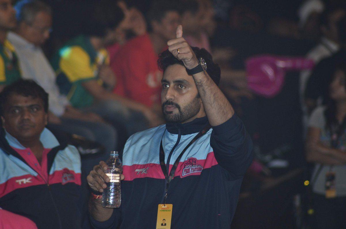 Abhishek Bipasha kabaddi (15)