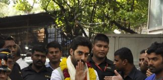 Abhishek Bachchan prays at Siddhivinayak Temple