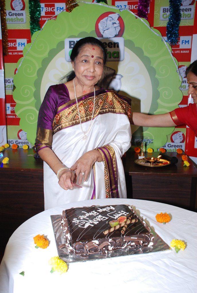 Asha Bhonsle Ganesh BIG FM (2)