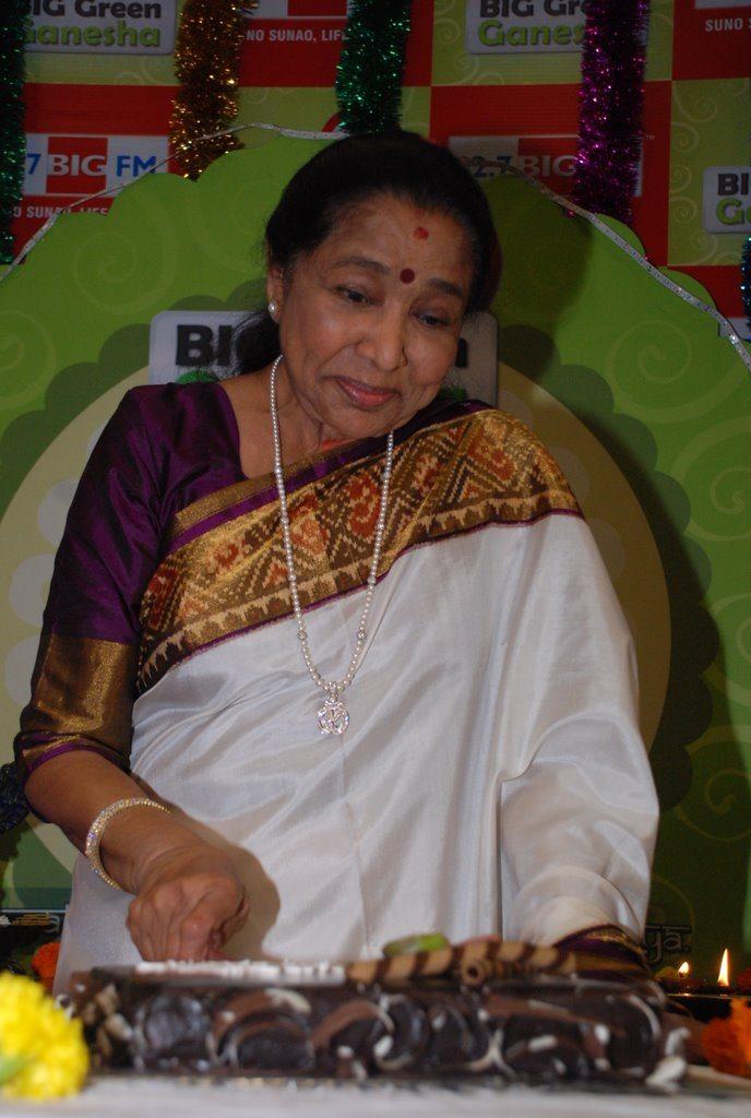 Asha Bhonsle Ganesh BIG FM (3)