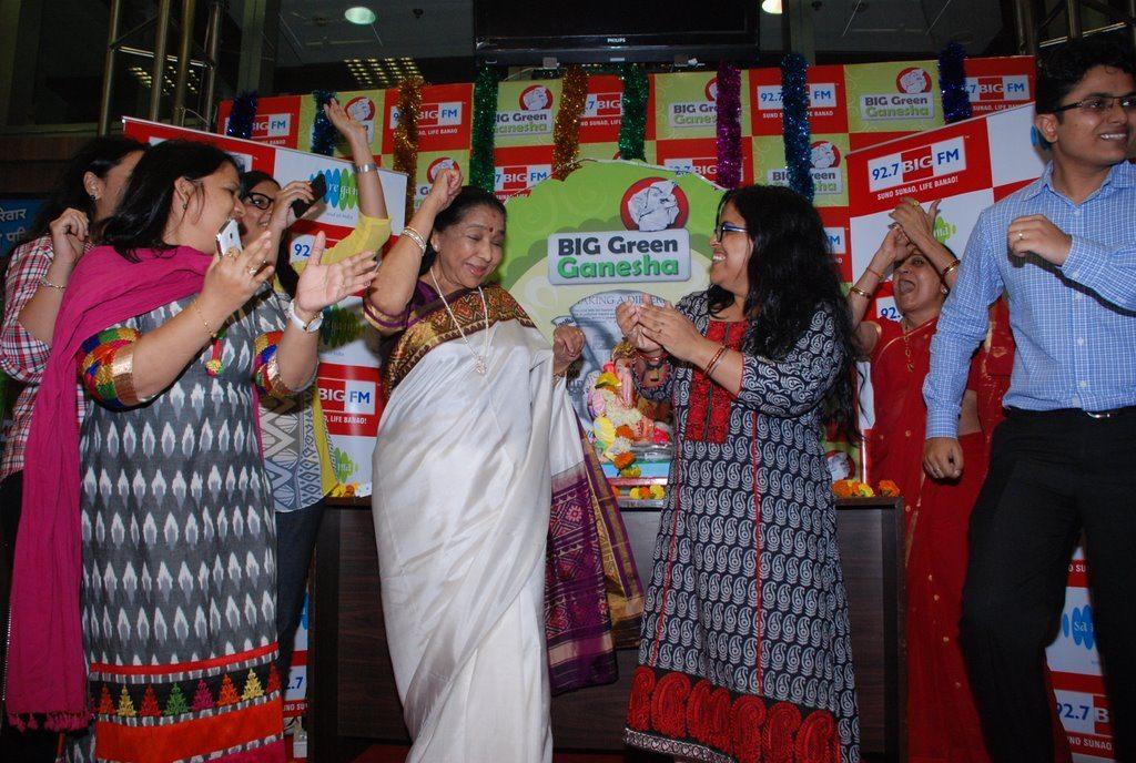 Asha Bhonsle Ganesh BIG FM (8)