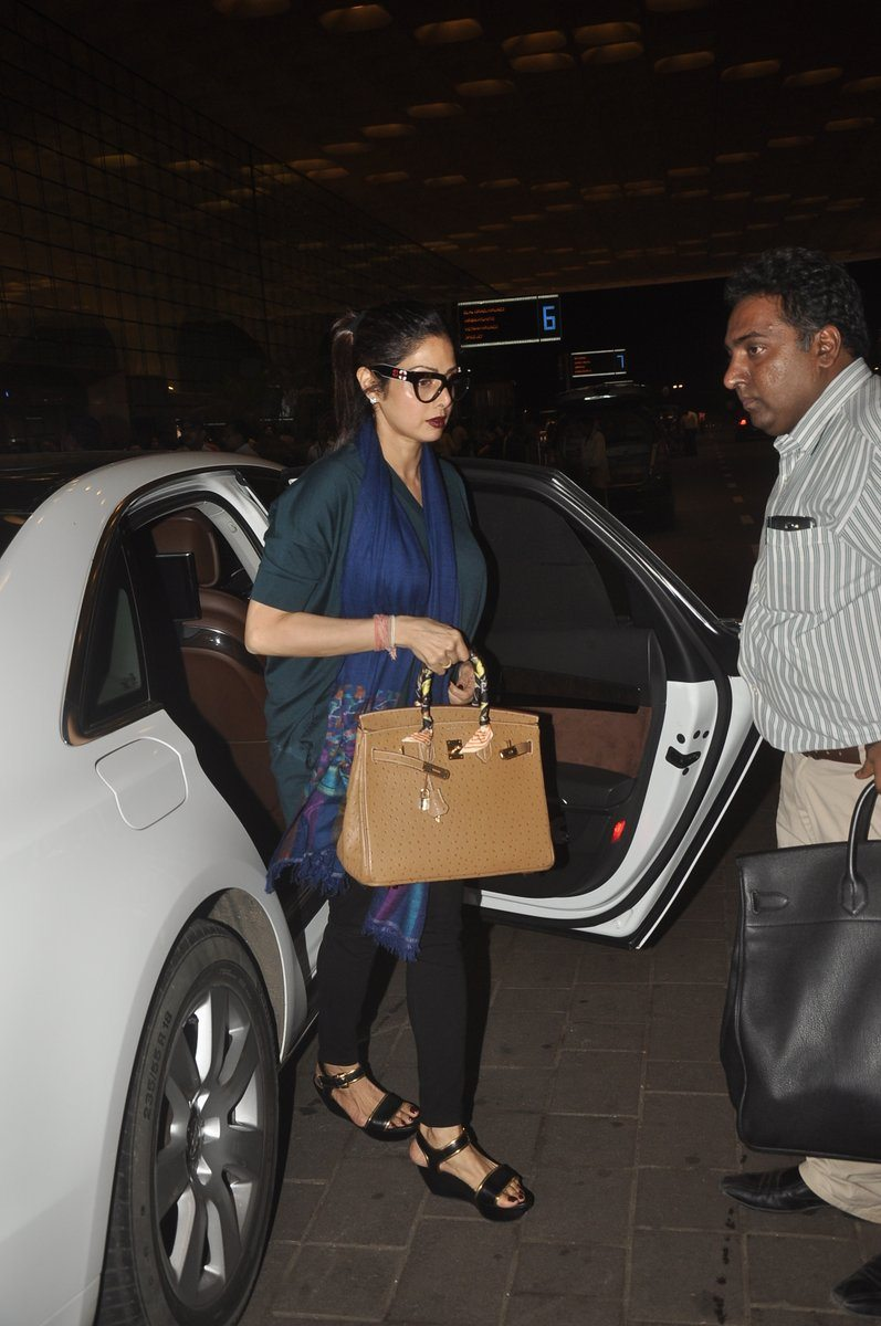 Boney kapoor family airport (3)