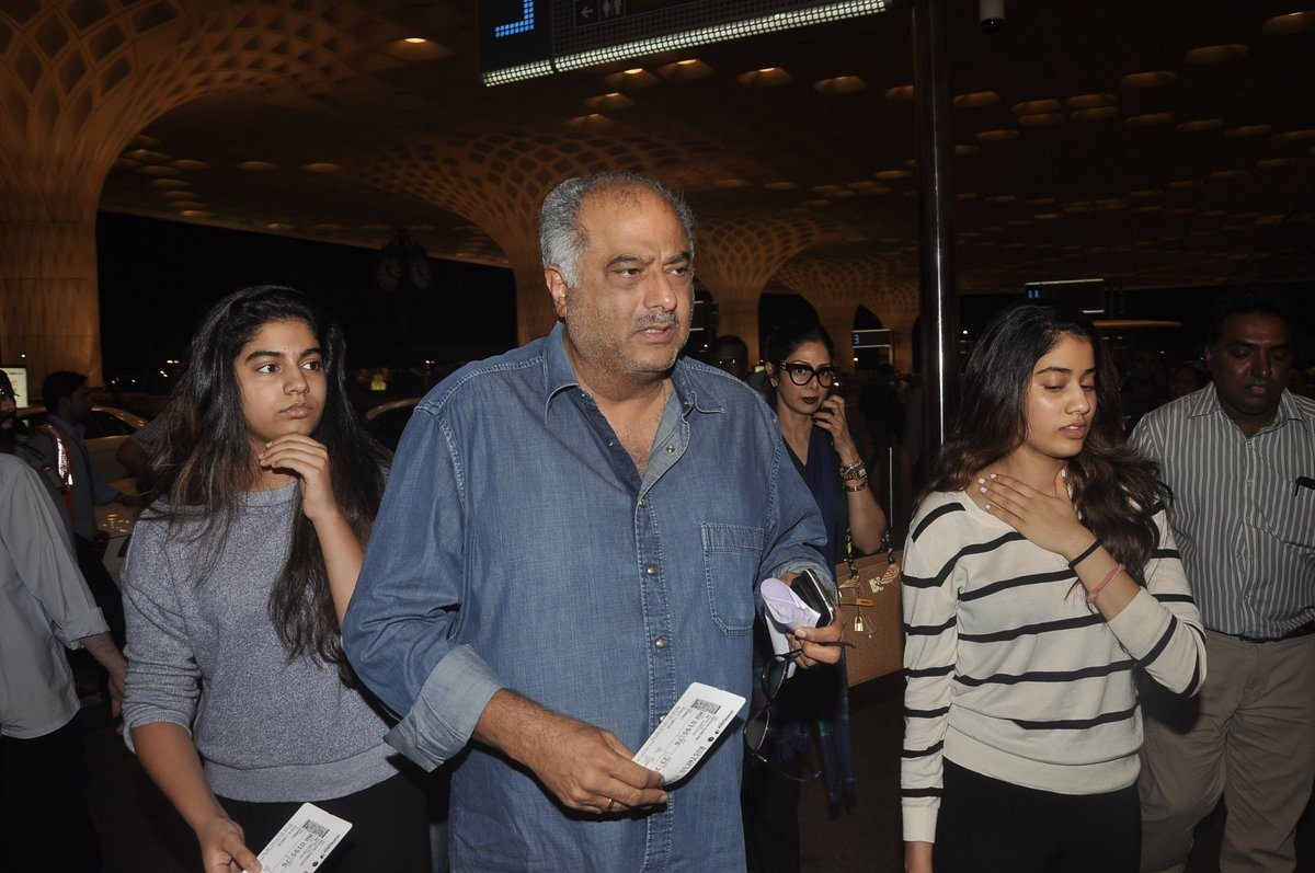 Boney kapoor family airport (6)
