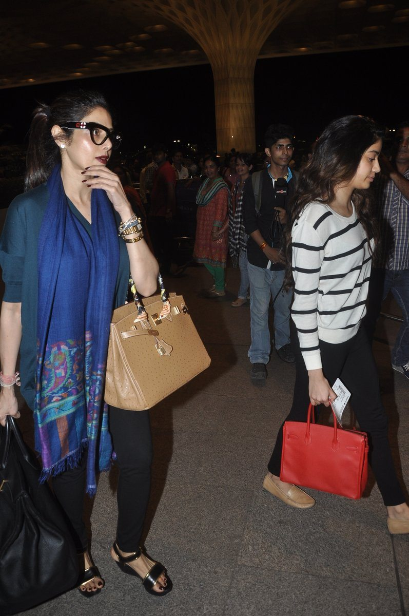Boney kapoor family airport (8)