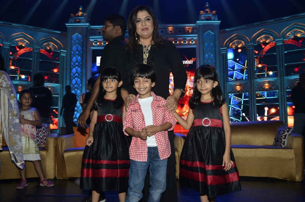 Farah Khan And Kids (3)